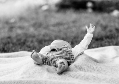 outdoor newborn photographer Nina Callow of 3B&ME London and Kent