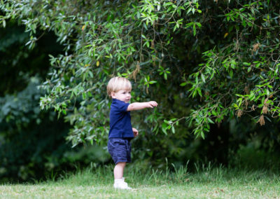 toddler pointing to his mummy and daddy, natural candid Bexley photoshoot