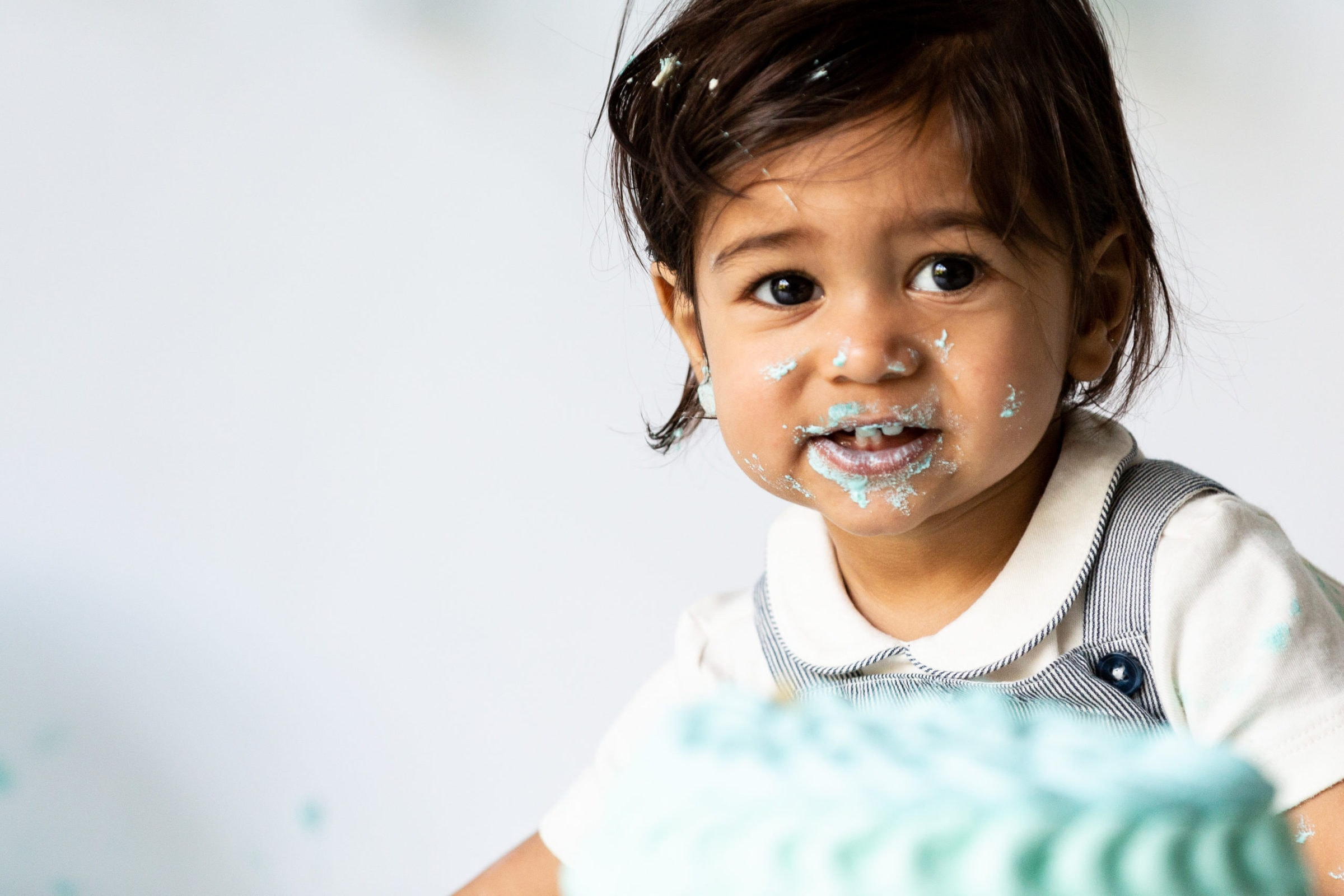 little boy with ruffle ombre cakesmash cake at his Bexley photoshoot